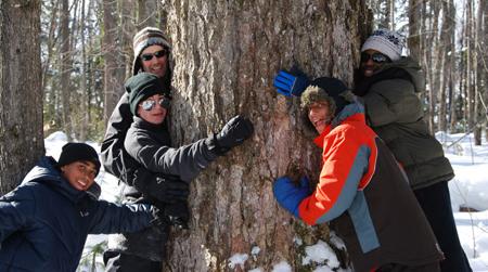 image-kids-hugging-tree-450px